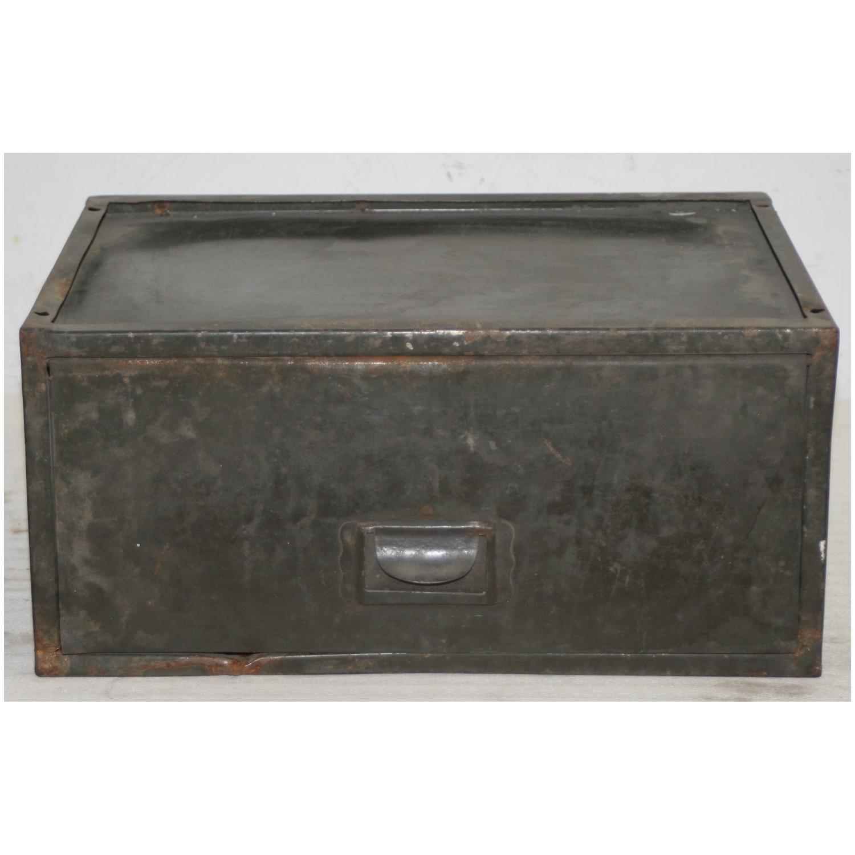 petit rangement en metal m tal vintage. Black Bedroom Furniture Sets. Home Design Ideas