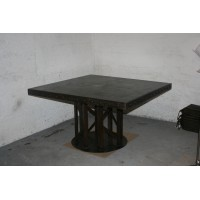 TABLE METAL FORMAT CArré